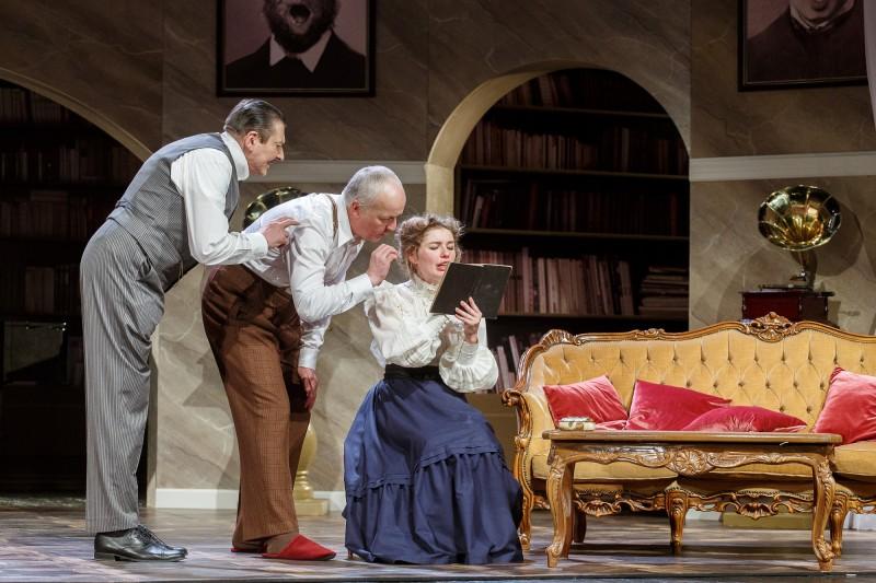 """Valmieras teātrī pirmizrādi piedzīvojusi romantiskā komēdija """"Pigmalions"""""""