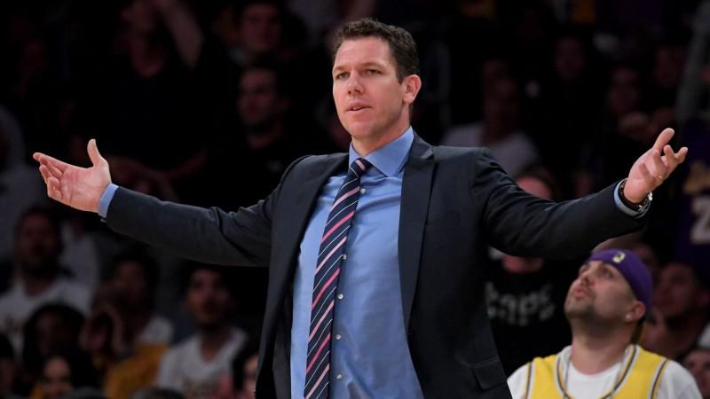 """""""Lakers"""" atbrīvo no darba galveno treneri Voltonu"""