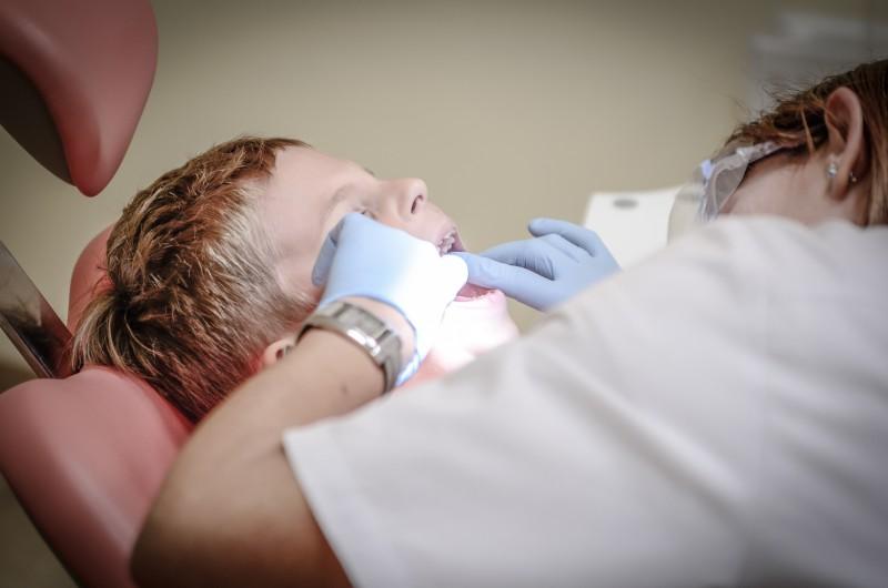 Bērns pie zobārsta – daži ieteikumi vecākiem
