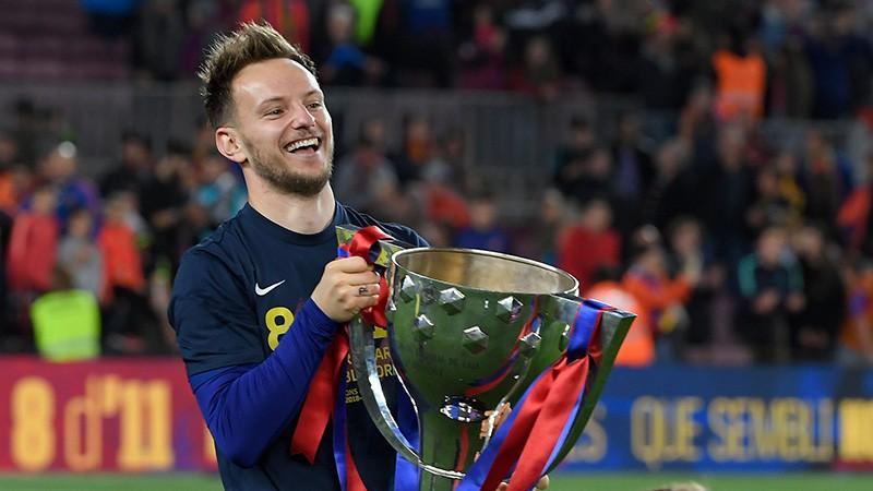 """Par spīti spekulācijām Rakitičs nevēlas pamest """"Barcelona"""""""
