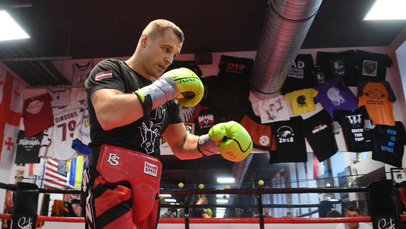 Briedis un Glovackis cīnīsies par WBC čempiona jostu