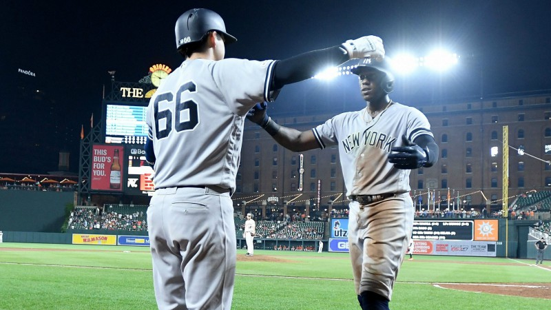 """Yankees"" uzstāda MLB rekordu, Deviss konfliktē ar menedžeri"