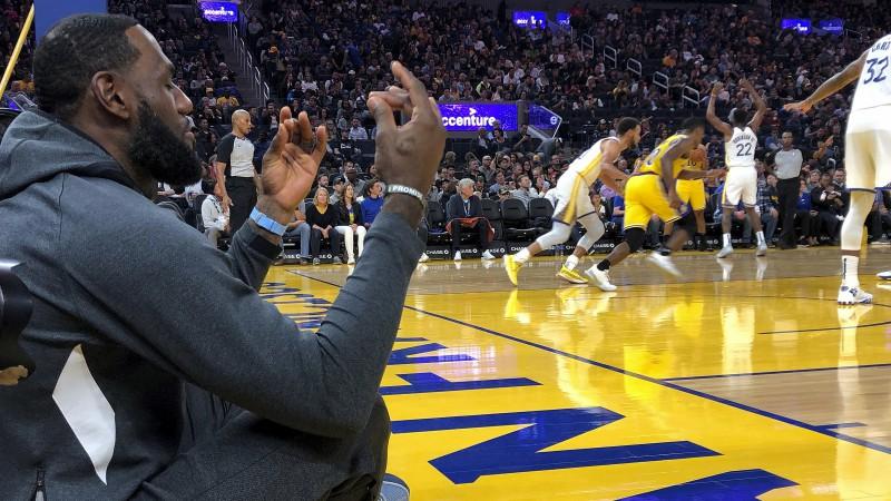 """""""Warriors"""" pēc trim zaudējumiem revanšējas """"Lakers"""""""