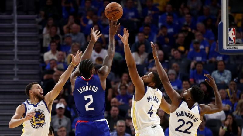 """""""Clippers"""" sabojā """"Warriors"""" sālsmaizi, Jannis sāk ar """"triple-double"""" pret """"Rockets"""""""