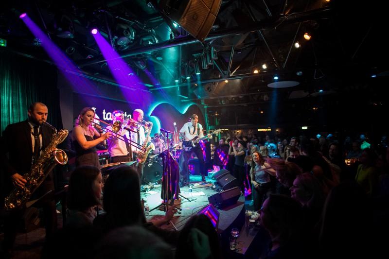 """""""Very Cool People"""" dosies koncertturnejā pa Centrāleiropu un Balkānu valstīm"""