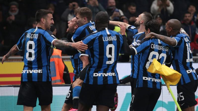 """""""Inter"""" lieliski atspēlējas Milānas derbijā un panāk """"Juventus"""""""