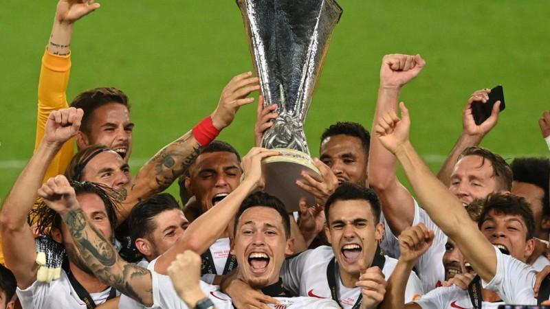 """Futbola saldais ēdiens: """"Sevilla"""" pārspēj """"Inter"""" un atkal triumfē Eiropas līgā"""