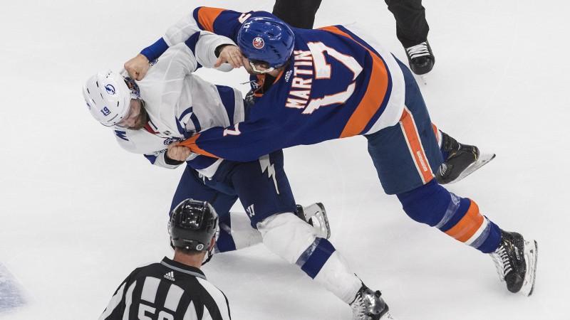 """""""Islanders"""" izrauj pirmo uzvaru konferences finālā, komandas izplūcas"""