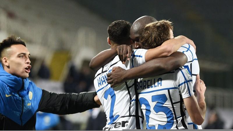 """Lukaku 119. minūtē panāk Milānas derbiju, pagarinājumā uzvar arī """"Juventus"""""""