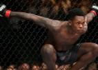 Adesanja apklusina kritiķus un ar nevainojamu sniegumu nosargā UFC titulu