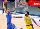 """Porziņģim 19 punkti un potītes savainojums, """"Mavericks"""" pieveic čempioni """"Lakers"""""""