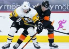 """Bļugeram visvairāk metienu komandā, """"Penguins"""" smaga sakāve Filadelfijā"""