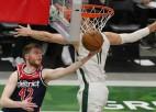 """Bertāns spēlē pret """"Rockets"""" iemet vienu tālmetienu un gūst piecus punktus"""