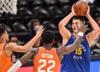 """Jokiča lieliskais """"triple-double"""" neglābj Denveru no 0-3 sērijā pret """"Suns"""""""
