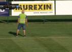 Video: Latvijas komandas Čempionu līgas spēli pārtrauc, jo laukumā parādījusies čūska