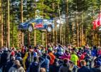 Video: Franču rallija braucējs Somijas WRC aizlec gandrīz 70 metrus