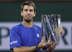 """Šogad sešus finālus sasniegušais Norijs Kalifornijā izcīna pirmo """"Masters"""" trofeju"""