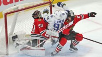 """""""Blackhawks"""" un """"Lightning"""" pagarinājums pārvēršas par hokeja izrādi"""