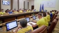 Ukrainas valdība saģērbjas futbola izlases spēlētāju kreklos