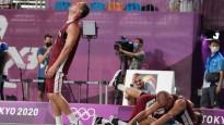 Kā mazie basketbolisti līksmoja pēc 3x3 izlases zelta metiena