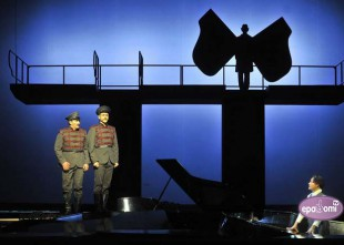 Video: Peldošie - ceļojošie. II daļa Dailes teātrī. Izrādes fragmenti