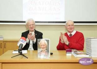Video: Klajā nākusi grāmata par tautā iemīļoto dakteri Anatoliju Danilānu