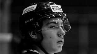 Sēras Krievijas hokejā – pēc ripas trāpījuma pa galvu miris 19 gadus vecs aizsargs