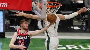 """Bertānam 13 punkti, Kurucs nespēlē, """"Wizards"""" piekāpjas """"Bucks"""""""
