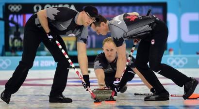 Kērlinga finālā pārliecinoši uzvar Kanāda