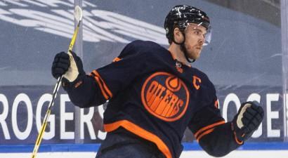 13 punkti četrās spēlēs – Makdeivids tiek atzīts par NHL nedēļas galveno zvaigzni
