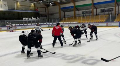 """Rīgas """"Dinamo"""" treniņspēlē Liepājā uzvar Karsuma pārstāvētā """"baltā"""" komanda"""
