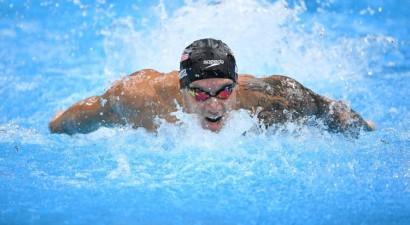 Dresels ar pasaules rekordu iegūst trešo zeltu Tokijā, Ledeki septītais OS zelts