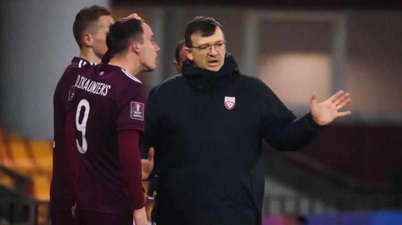Dainis Kazakevičs spēlē pret Melnkalni. Foto: AFP/Scanpix
