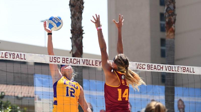 Tarina Klota un Tīna Graudiņa. Foto: LSU Beach Volleyball