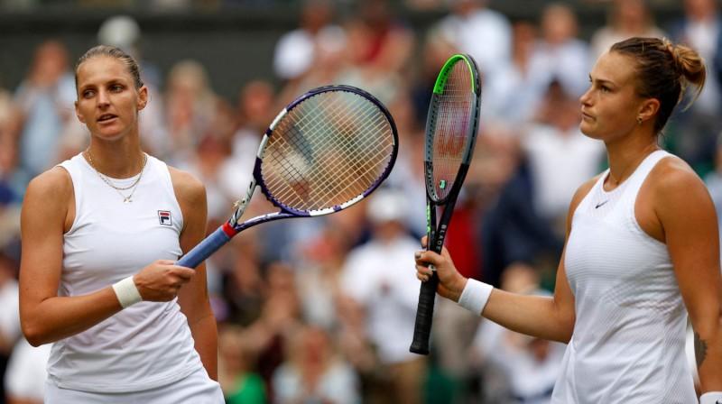 Karolīna Pliškova un Arina Sabaļenka. Foto: AFP/Scanpix