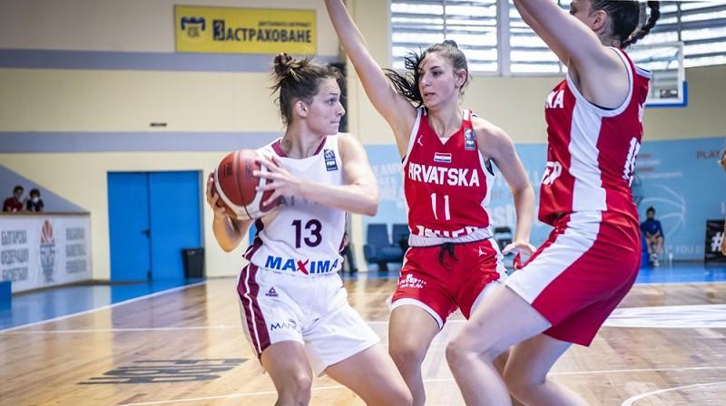 Latvijas kapteine Anita Miķelsone spēlē pret Horvātiju. Foto: FIBA