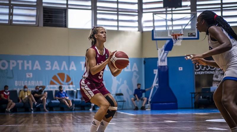 Katrīna Elīza Trankale spēlē pret Itāliju. Foto: FIBA