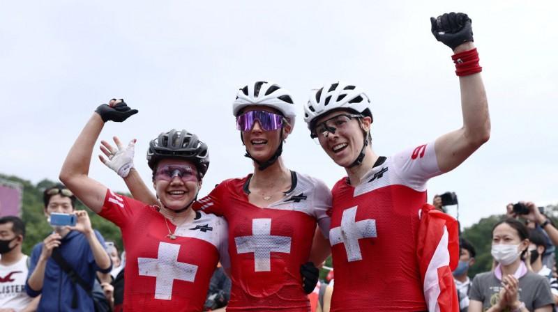 Šveices kalnu riteņbraucējas. Foto: Christian Hartmann/Reuters/Scanpix