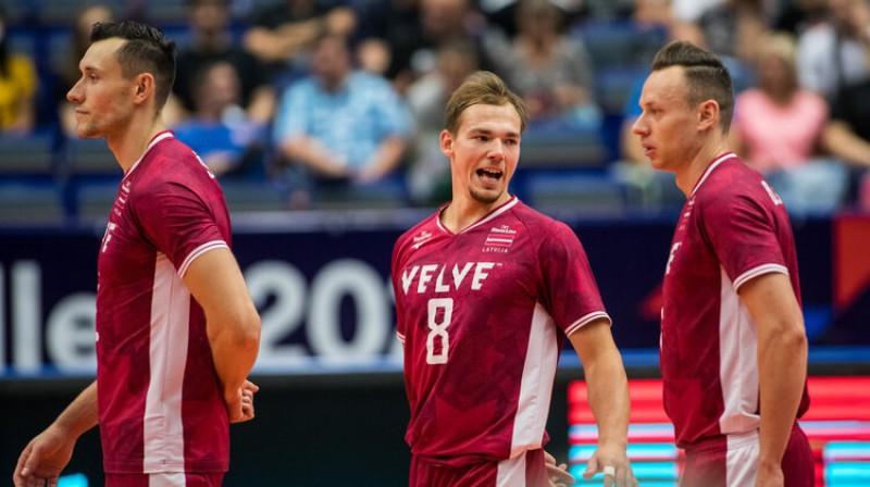 No kreisās: Toms Švans, Kristaps Šmits un Deniss Petrovs. Foto: CEV EuroVolley