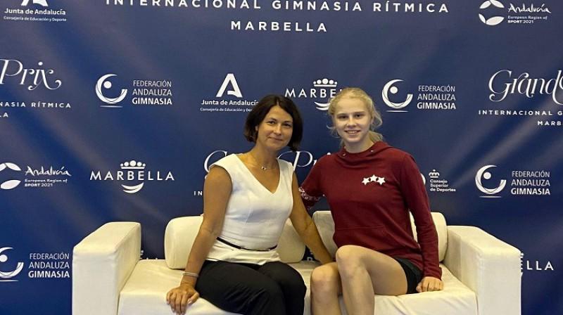 Anna Murikova kopā ar treneri Irinu Smelovu.Foto: Jelgavas Sporta servisa centrs.