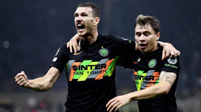 "Milānas ""Inter"" futbolisti Edins Džeko un Nikolo Barella svin vārtu guvumu. Foto: imago images/Gribaudi/ImagePhoto/Scanpix"