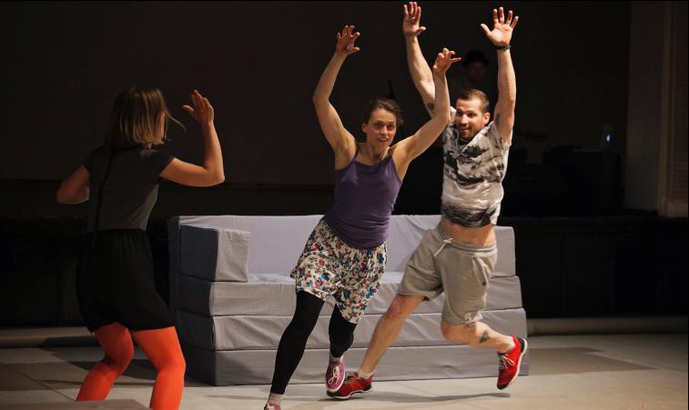 """Šovakar Ģertrūdes ielas teātrī  pirmizrāde dokumentālai dejas izrādei  """"NOĶER MANI"""""""