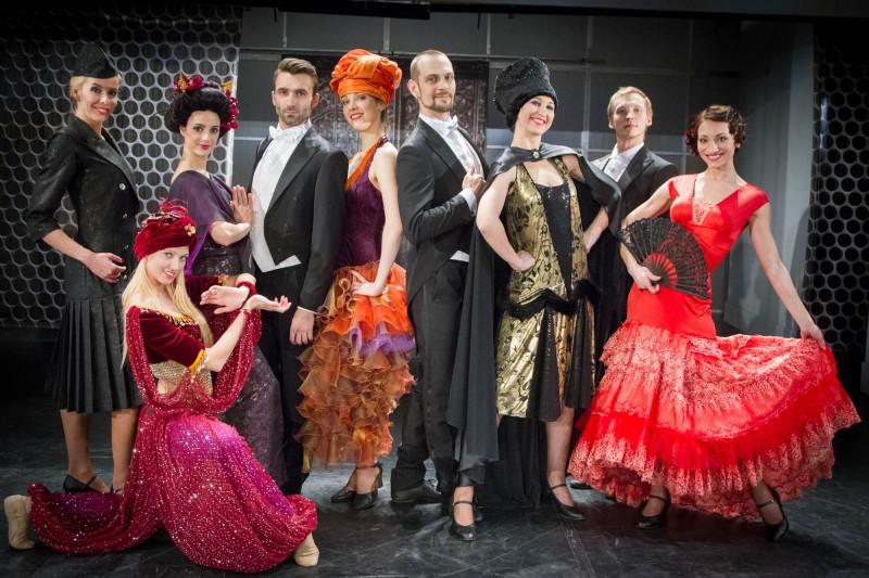 Spozme un krāšņums operetes Balle Savojā tērpos (+VIDEO)