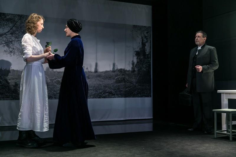 """15. aprīlī pirmizrādi piedzīvos Henrika Ibsena """"Celtnieks Sūlness"""""""