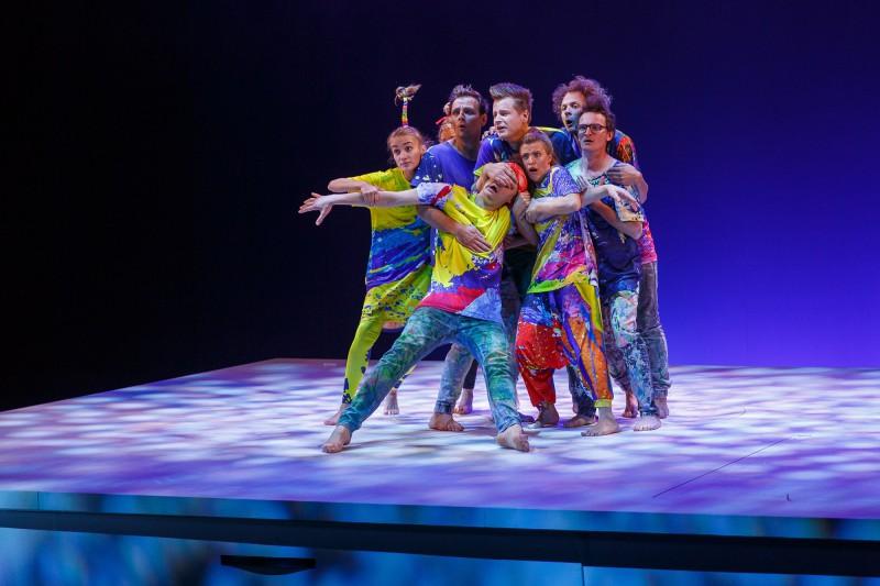 """Valmieras teātrī pirmizrāde iestudējumam bērniem """"Smieklu sasaukšanās"""" ar Renāru Kauperu un Goran Gora"""