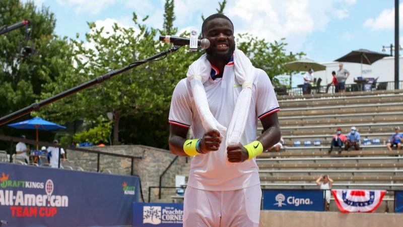 """Tiafo saslimis ar """"Covid-19"""" un izstājas no ASV labāko tenisistu turnīra"""