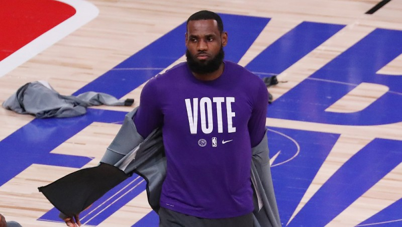 Džeimsu atpūtinās, ''Lakers'' līderis izlaidīs pirmo spēli sezonā pret ''Kings''
