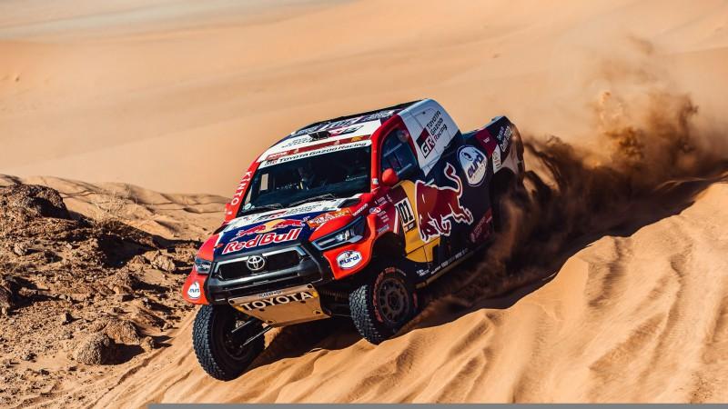 """El-Atija: """"Šogad Dakaras rallijā esam pārdūruši jau 60 riepas"""""""