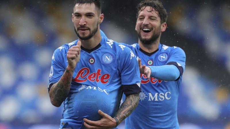 ''Napoli'' sarauj gabalos ''Fiorentina'', ''Sassuolo'' izrauj neizšķirtu pret pastarīti