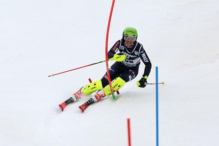 Septiņpadsmitgadīgā horvātiete uzvar Eiropas kausā slalomā, Ģērmane vēlreiz nefinišē 1. braucienā